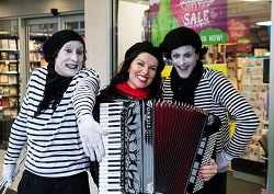 remuera bastille day Mimes and Tracey 250