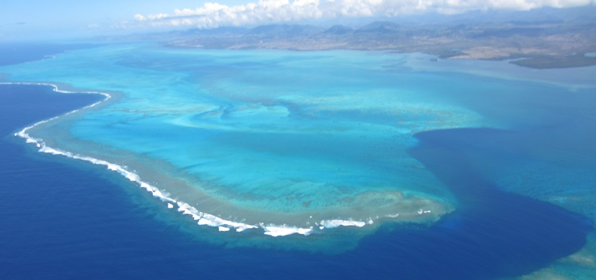 webslider-new-caledonia-aerial-view-reef-850x400
