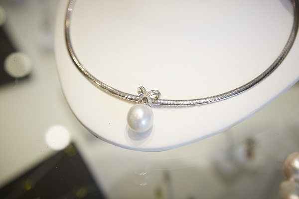 Sanders Jewellers pearl necklace