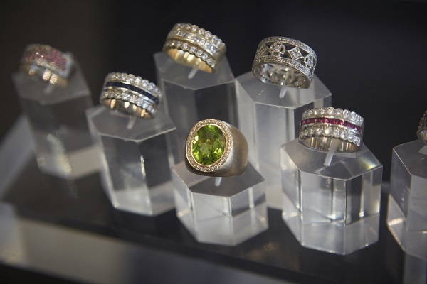 Alluvium rings on stands